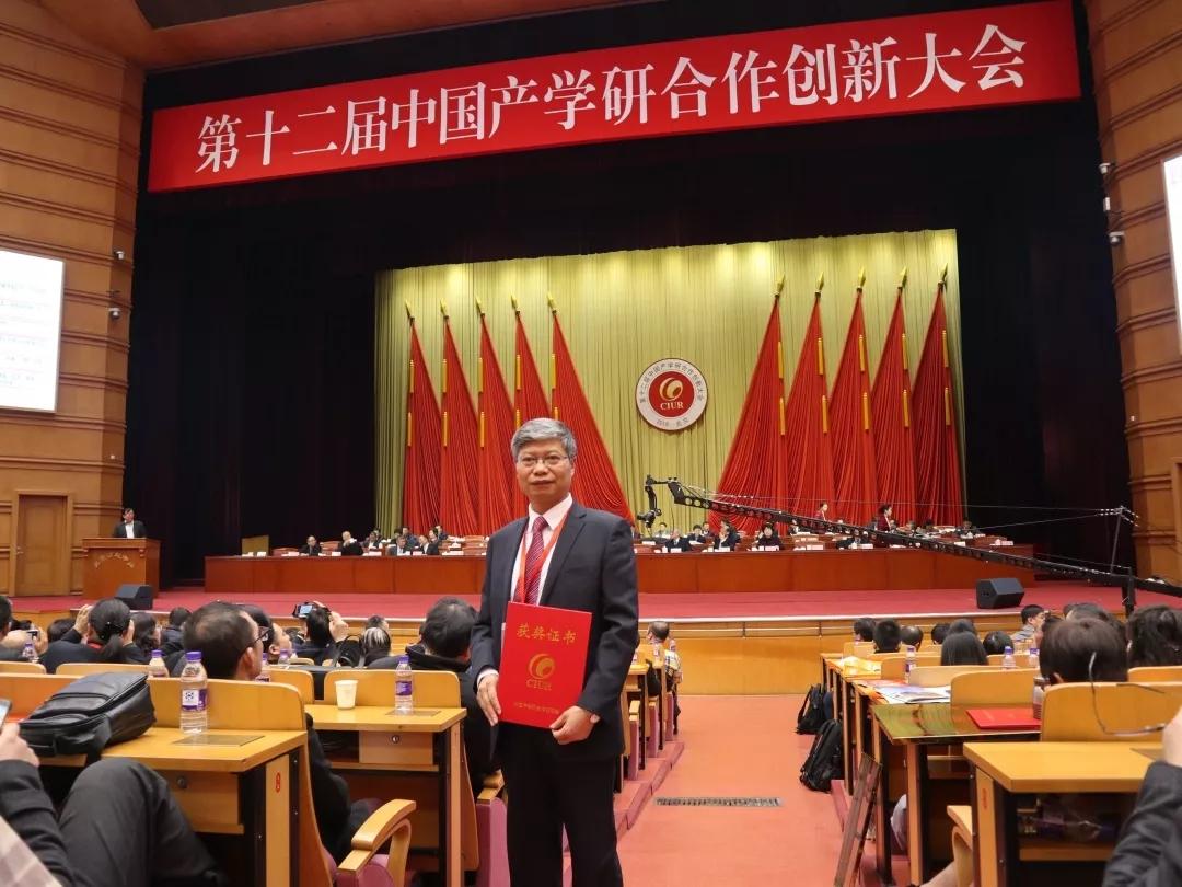 田克恭团队获中国产学研创新成果奖一等奖,普莱柯被授予中国产学研合作创新示范企业
