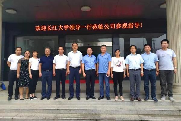 爱猪精选   共谋行业人才培养——长江大学在回盛生物建立研究生实践基地
