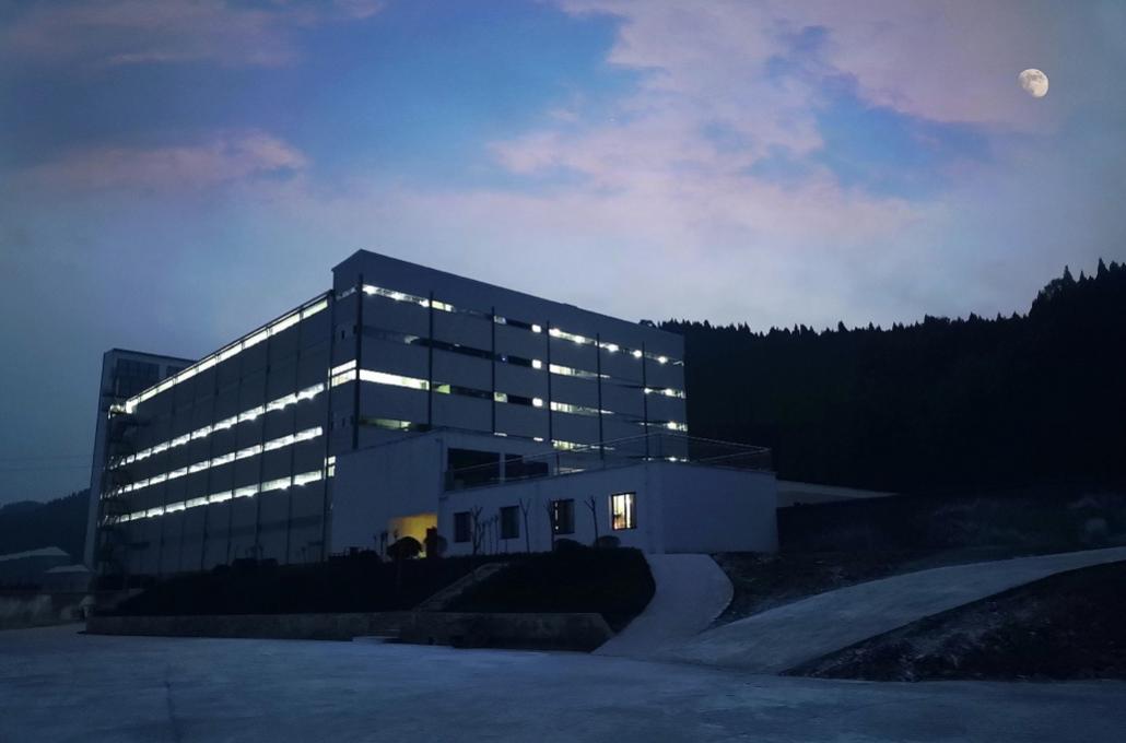 爱猪精选|首个余式猪场5.0楼房式猪舍引种投产